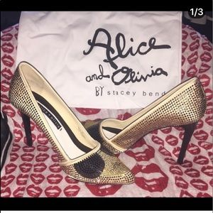 Alice + Olivia Stacy Face Heels